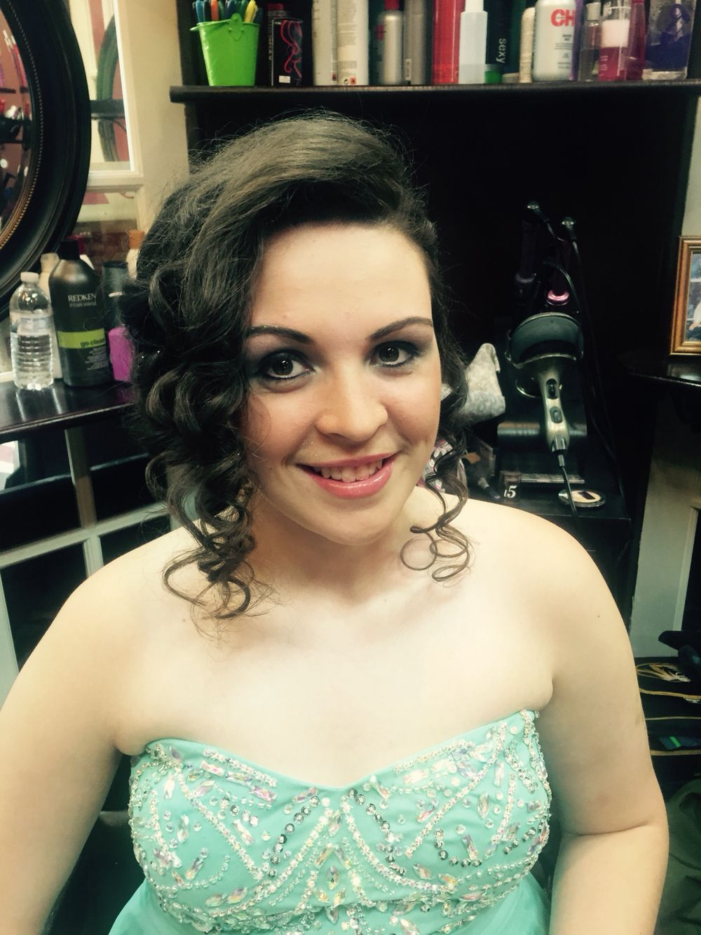 Love this prom makeup and prom hair