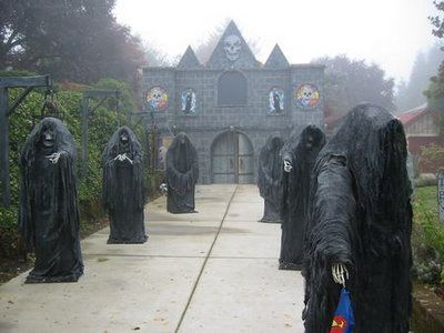 Entrance To Haunted House   So Cool