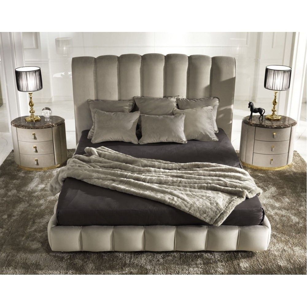 Byron Bed, Glamour Italian Bedroom Design at 床