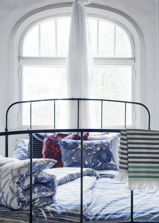 Uberlegen Ein Schlafzimmer Skandinavisch Einzurichten Erscheint Ganz Leicht Mit  Textilien Von Marimekko Wie Den Mynsteri Kissenbezug.