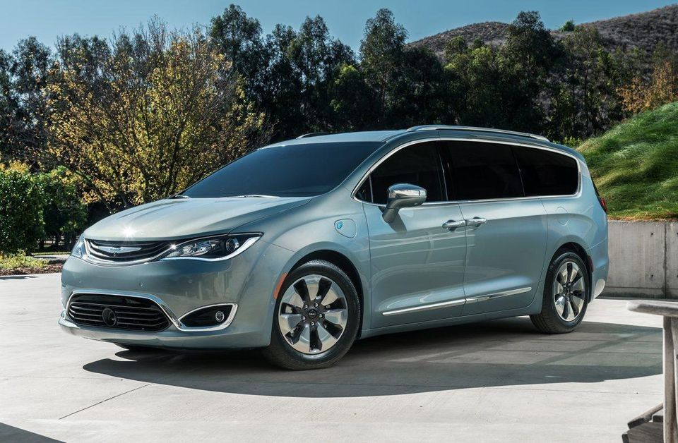 Fiat Chrysler Will Recall Almost 200 000 2017 19 Chrysler Pacifica