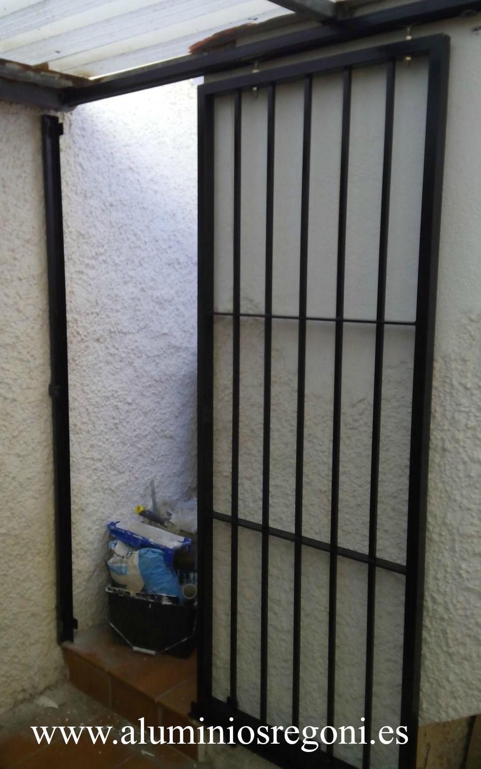 Puerta de hierro puertas de hierro pinterest doors for Puertas corredizas de metal