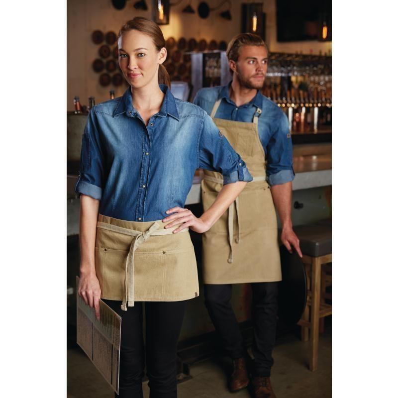a950d8ee60e Mandiles con peto unisex Chef Works de la nueva colección Austin Urban.  Imprime un aire fresco en tu local con estos delantales en color beige  arena, con.