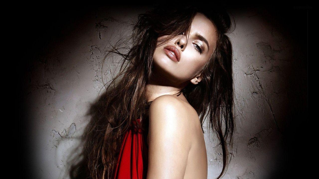 Irina Shayk Cute Celebrity Girl Hd Wallpaper Girls Wallpaper Factory