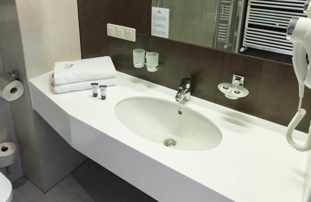 Umywalka łazienkowa Na Wymiar Owalna Misa Kanciaste Obramowanie Z