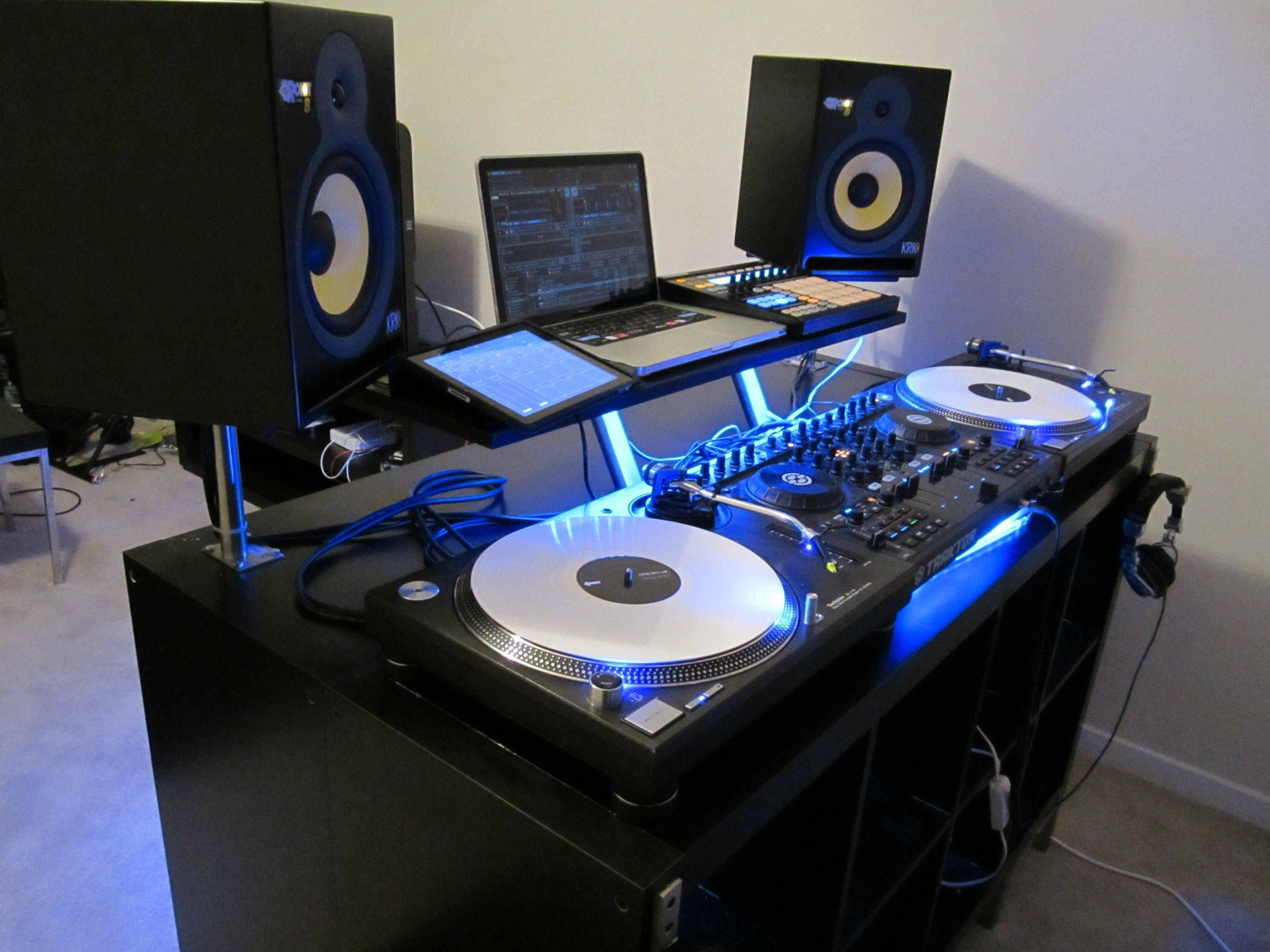 the improvised dj production desk thread wedding pinterest dj dj booth and dj equipment. Black Bedroom Furniture Sets. Home Design Ideas