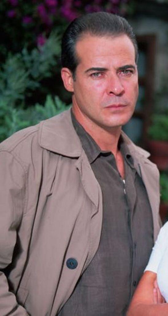 Classify Cuban Actor César évora