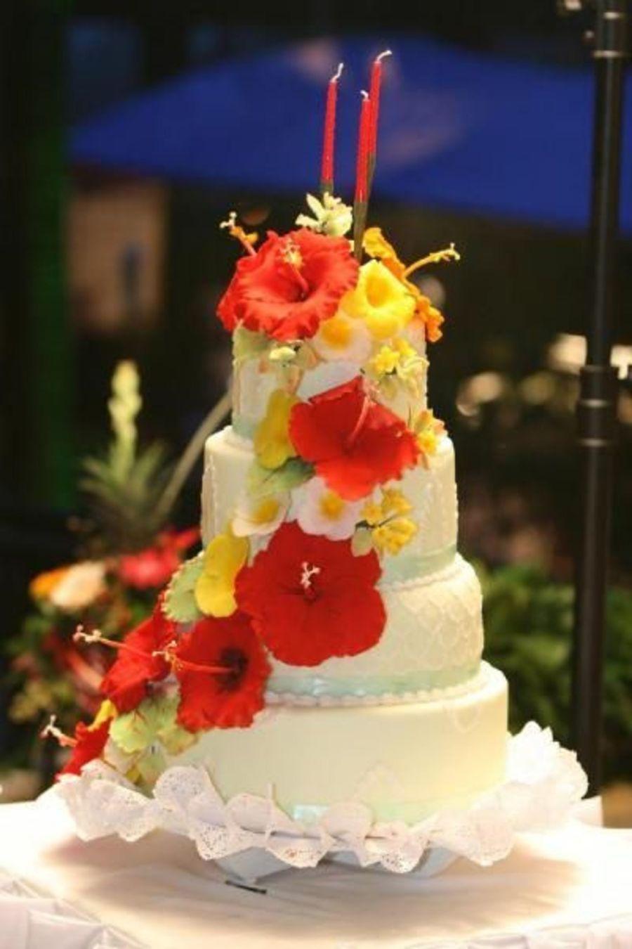 Hawaiian Themed Wedding Cake This Is A Bigger Picture Of The Same Wedding Cake Hawaiian Wedding Cake Tropical Wedding Cake Hawaii Wedding Cake