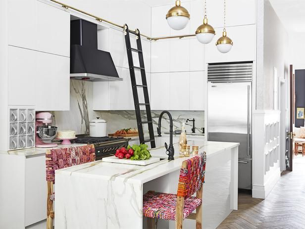 Genevieve Gorder S Nyc Apartment Renovation Clever Kitchen Storage Home Renovation Genevieve Gorder
