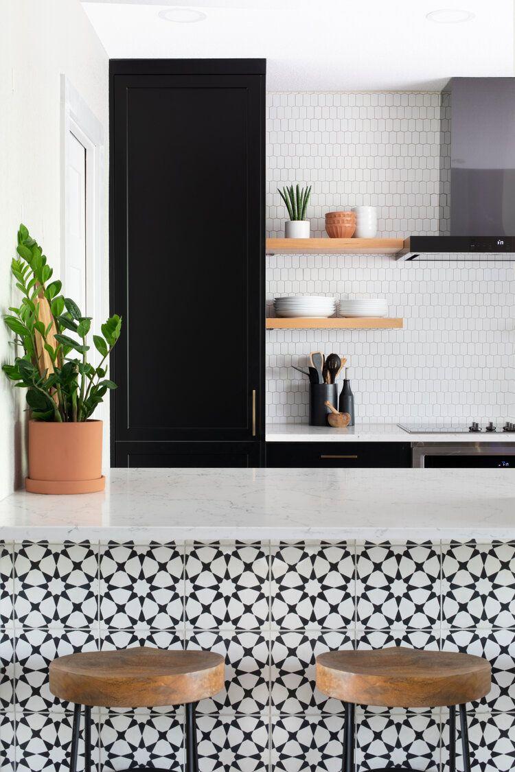 Hello Kitchen Austin Tx Spicewood Condo In 2020 Patterned Kitchen Tiles Kitchen Design Trends Chic Kitchen