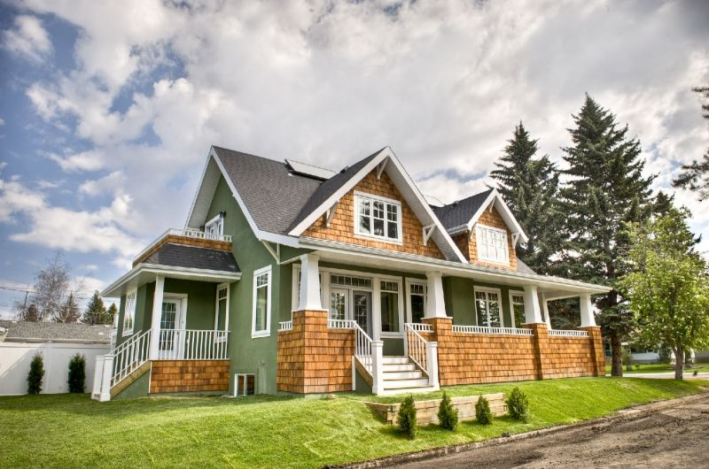 Two tone house exterior pinterest cedar shakes for Exterior 2 story house galvanized tin cedar stone