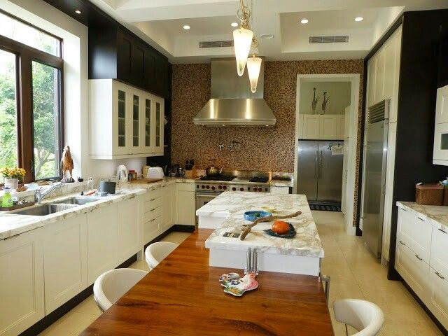 Chef's dream. Oversized kitchen in the Bahamas #oceanviewhome #eradupuchrealestate