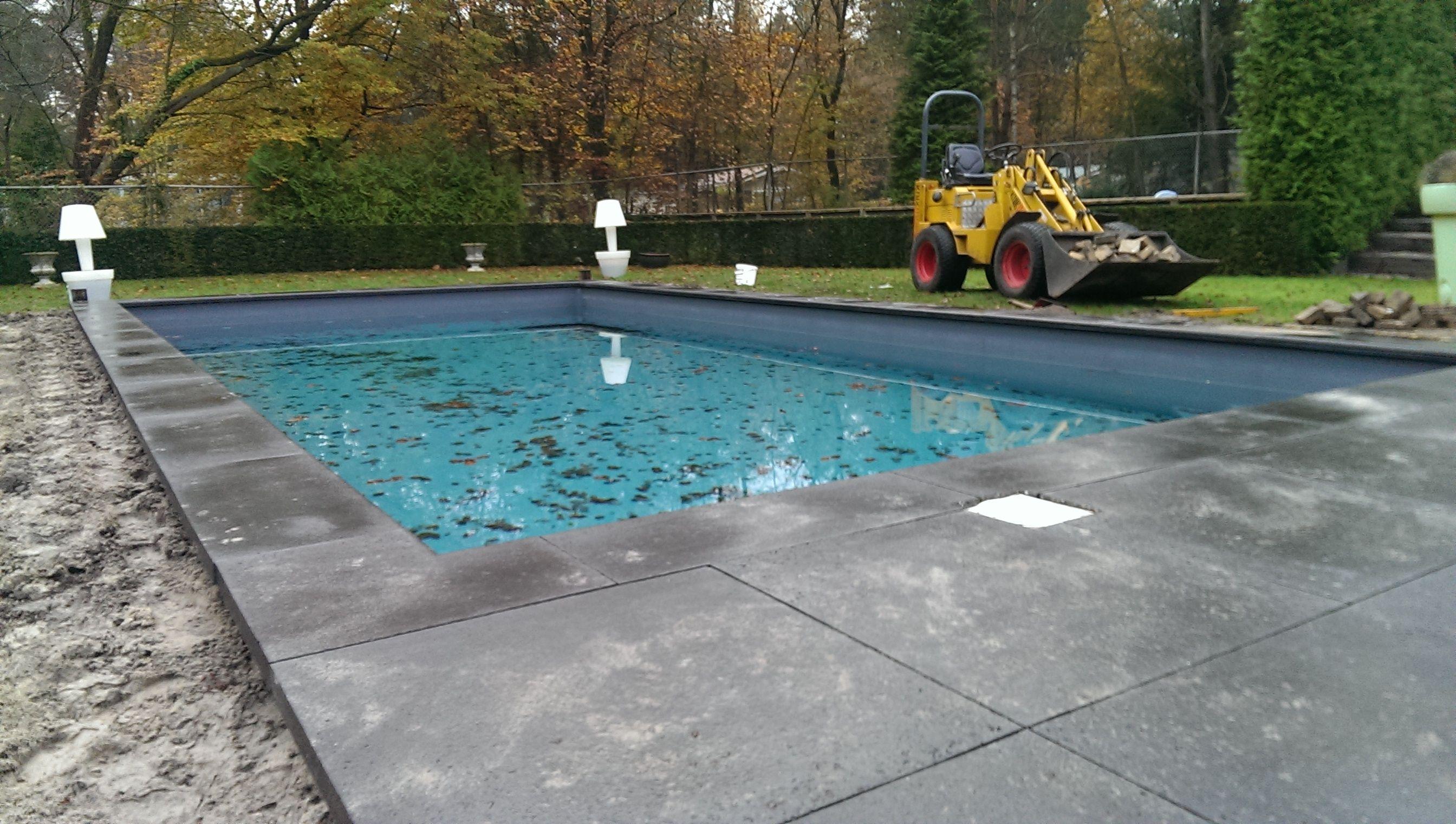 Oud hollandse schellevis tegels en zwembadrand om zwembad for Schellevis tegels aanbieding