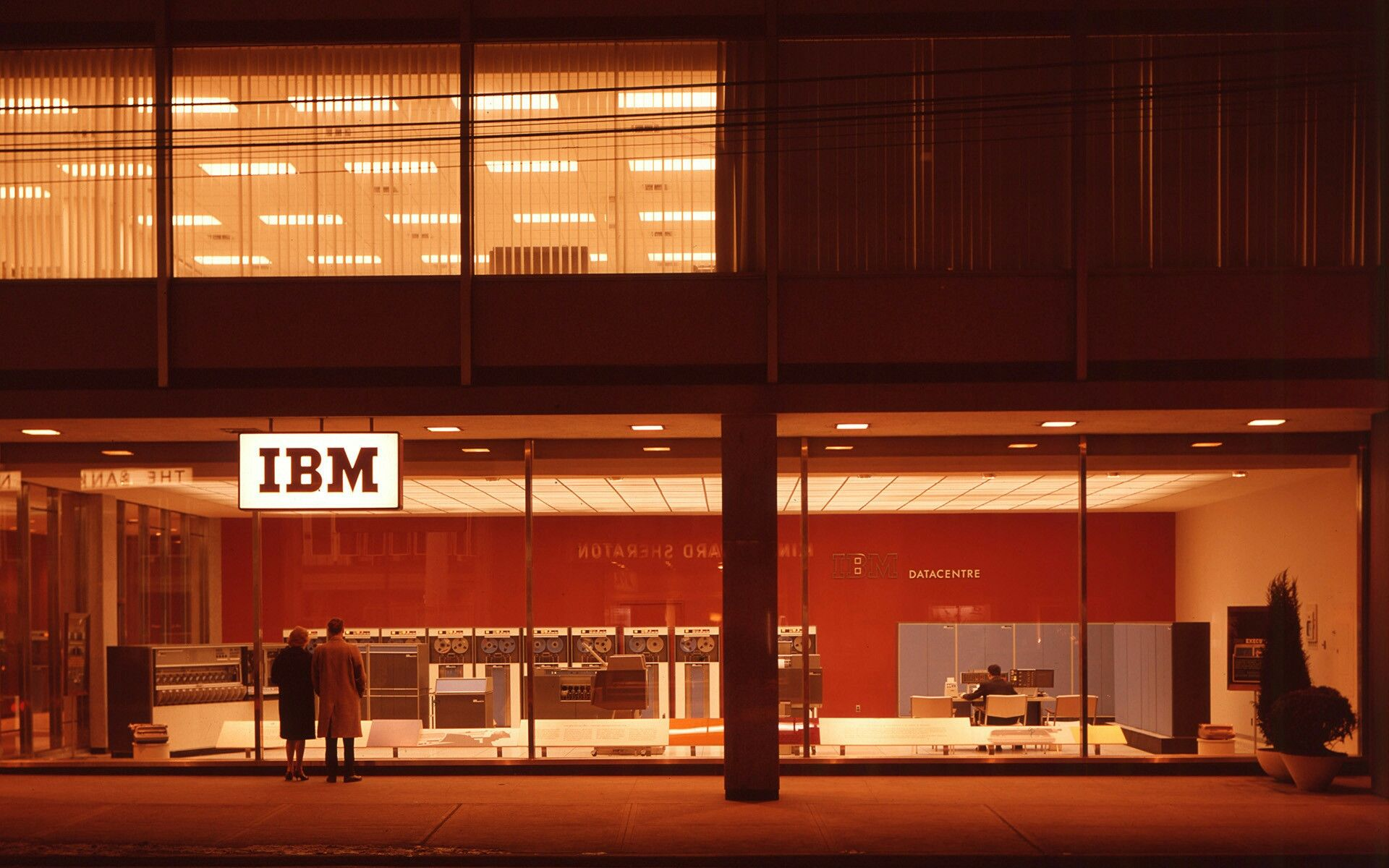 An Ibm Store In The 80s Photographie 2018 Pinterest 1903x19 Transistorized Circuit Continuity Tester New Ebay