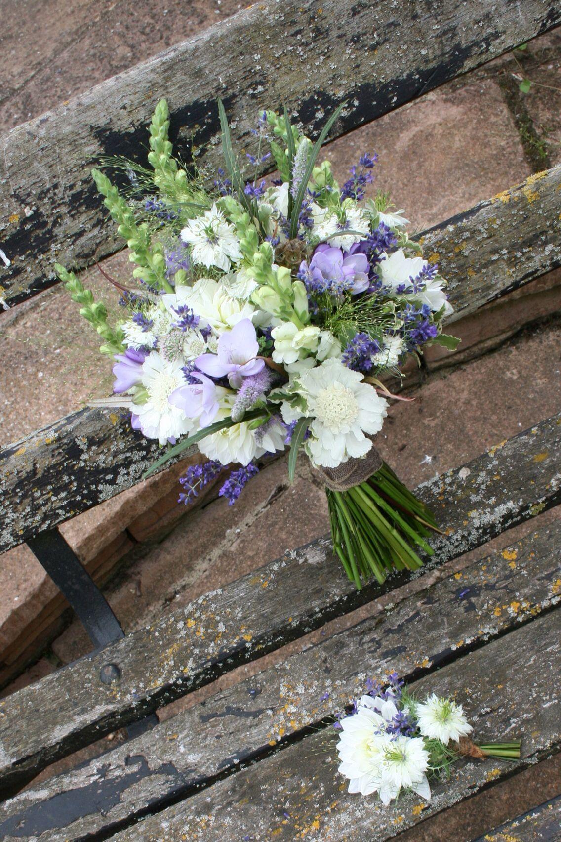 Country style wedding flowers, antirrhinum, white dahlia