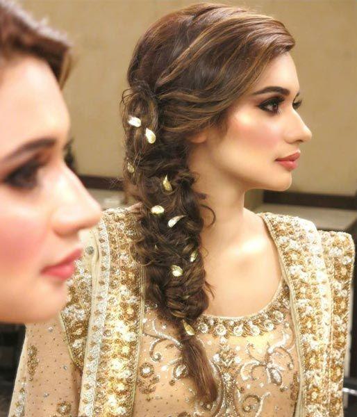 Beautiful Wedding Side Braid For Long Hair Mehndi Hairstyles Wedding Hairstyles For Long Hair Indian Wedding Hairstyles