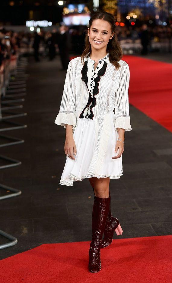 Im weißen Mini Dress von Louis Vuitton: Wir zeigen die schönsten Looks von Alicia Vikander!
