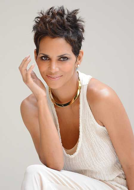 Halle Berry Short Hairstyles halle berry sassy pixie short hairstyle halleberry25 Halle Berry Short Hairstyle