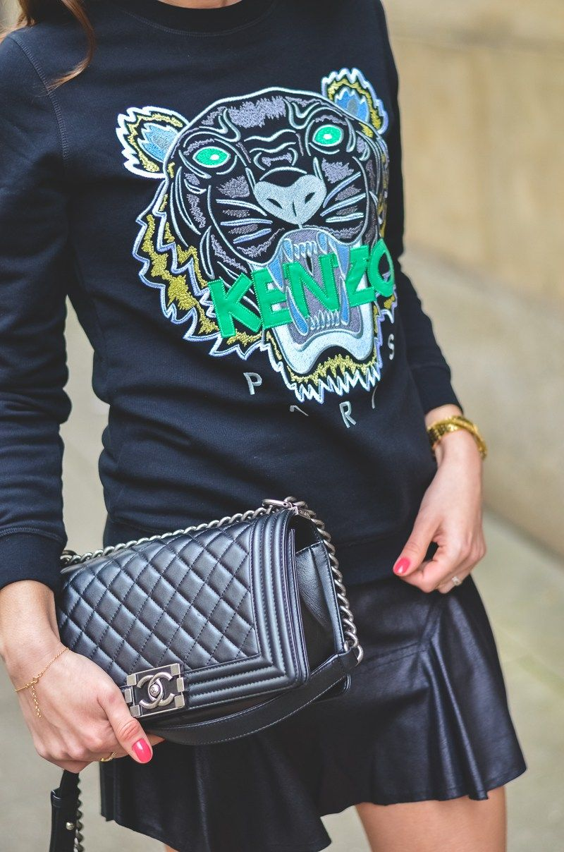bad28c77 Outfit / Look / Fashion / Blogger / Style / Kenzo / Tiger / Sweater /  Sweatshirt / Pullover / skirt / schwarzer / Mini chanel / boy / bag /  Tasche ...