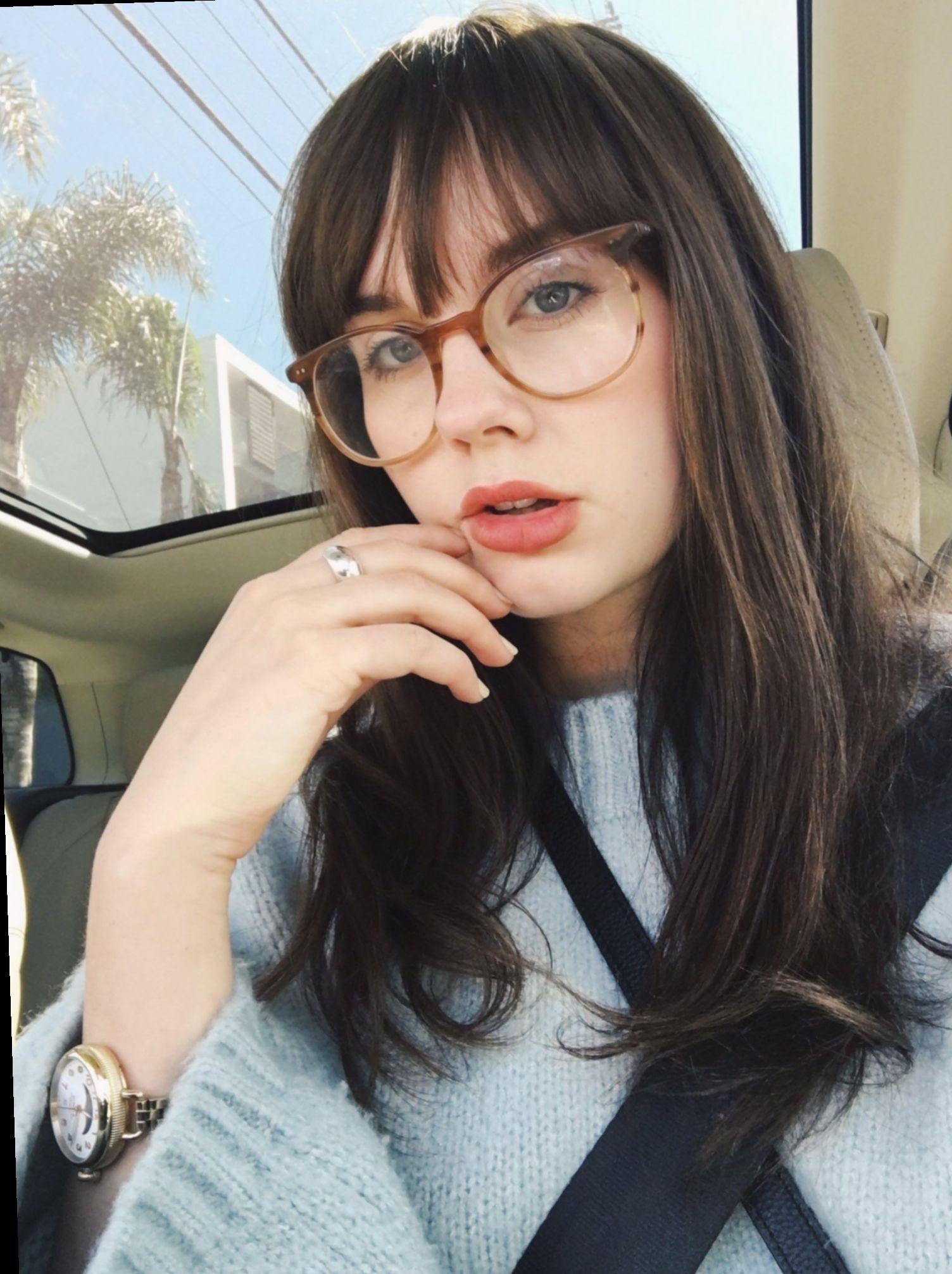9 Hairstyles For Girls With Glasses Long Pelo Con Flequillo Flecos Cabello Cara Redonda Pelo Corto Con Flequillo