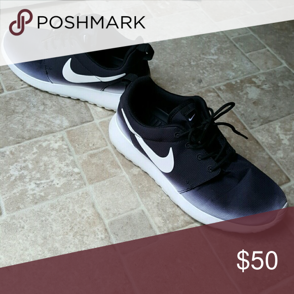 Nike Roshe Runs Barely worn Nike Roshe's! Size 6 womens, black and white. In condition like new. No tears or damages. Nike Shoes Athletic Shoes