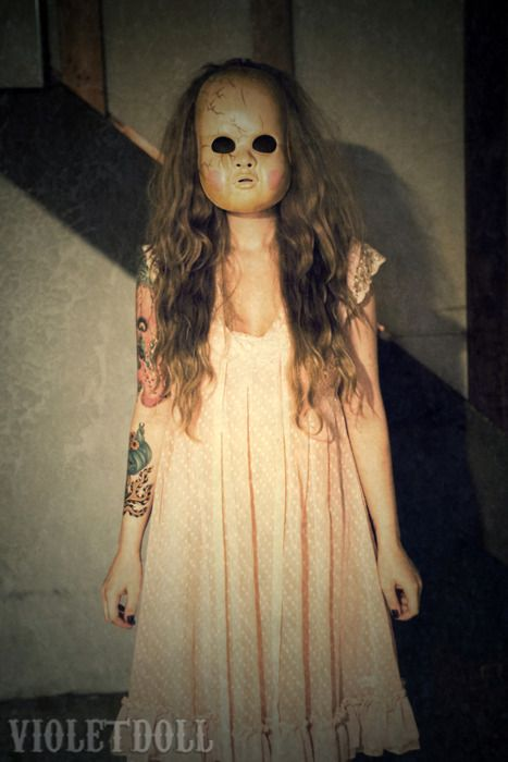 Doll face= scariest fricken costume ever.