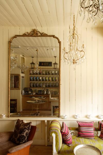Le Chandelier tea rooms