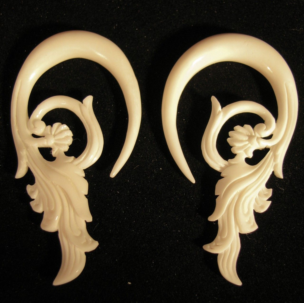 Feathered Hyacinth 2g Or 6mm Organic Hanging Ear Gauges Spiral Carved Bone Earrings For Stretched Piercings Bone Earrings Ear Gauges Ear