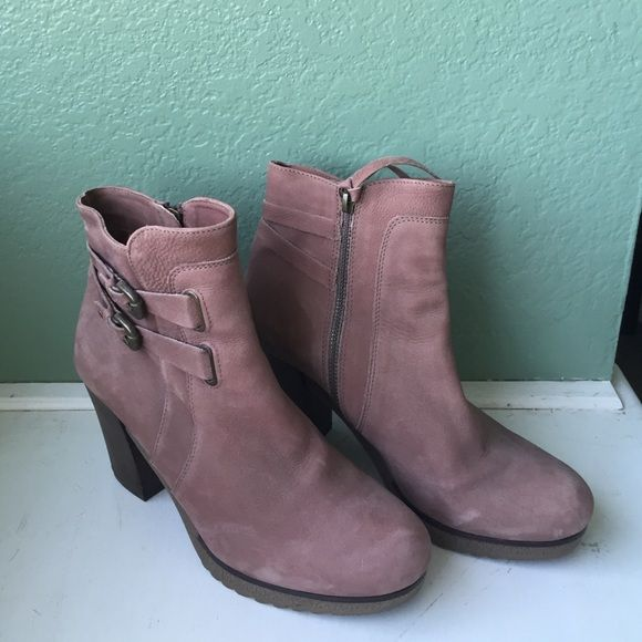 """Anthropologie dusty pink boots like new Holding Horses for Anthropologie like new, dusty pink leather ankle boots! About a 2"""" heel, they've only been worn very briefly once! Zip up sides and buckle detail. Labeled as Euro 39, for like an 8.5 Anthropologie Shoes Ankle Boots & Booties"""
