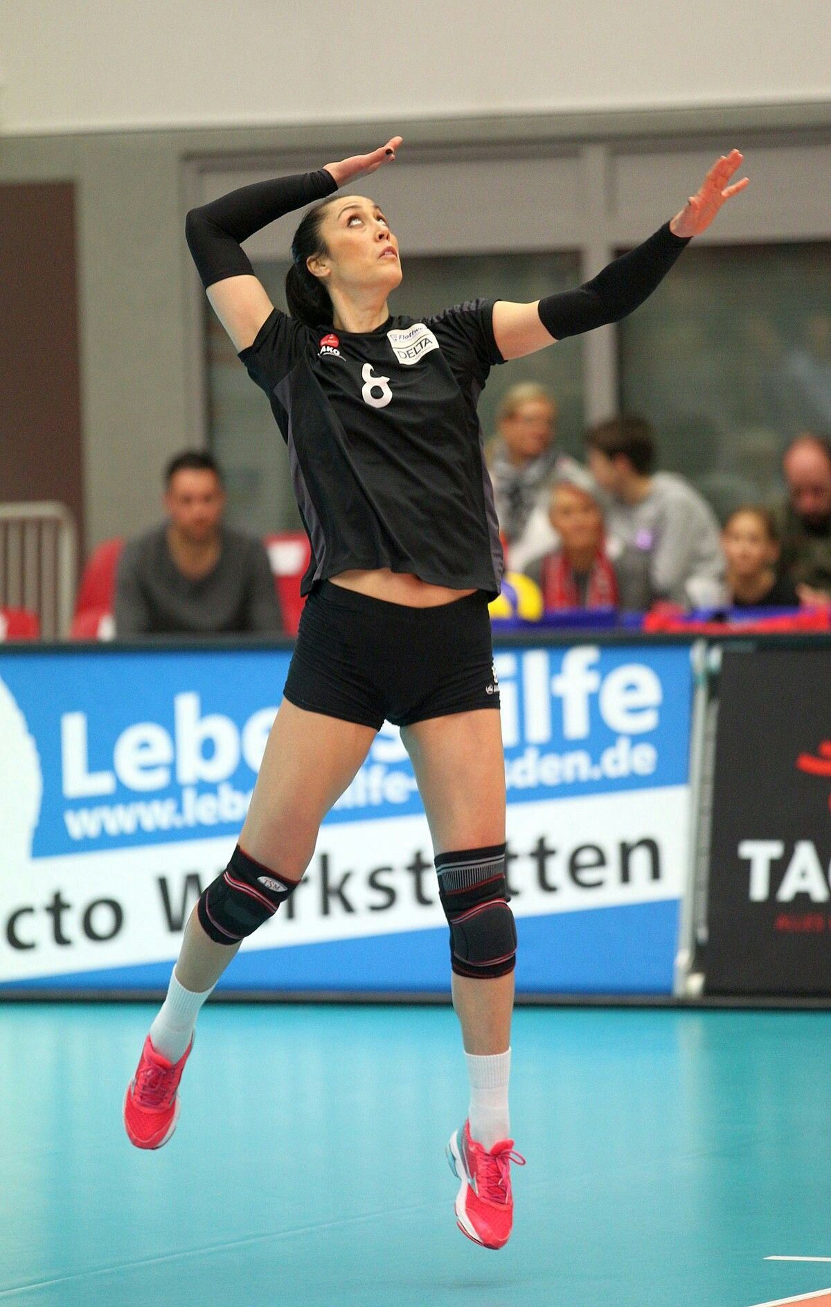 Pin By V 51 On Voleibol Volleyball Players Volleyball Sporty