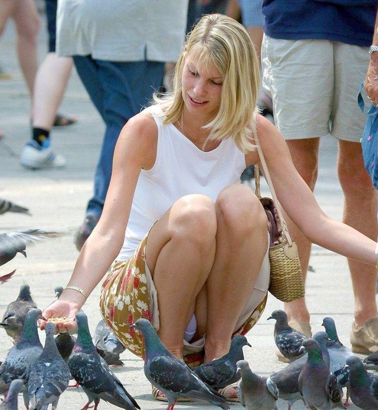 voyeur-voyeur: she gave those pigeons a great upskirt view. lovely