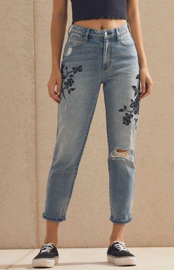 Pin De Elena Pampols Cami En Jeans Pintados A Mano En 2020 Ropa Pintada Ropa Bordada Ropa Tumblr