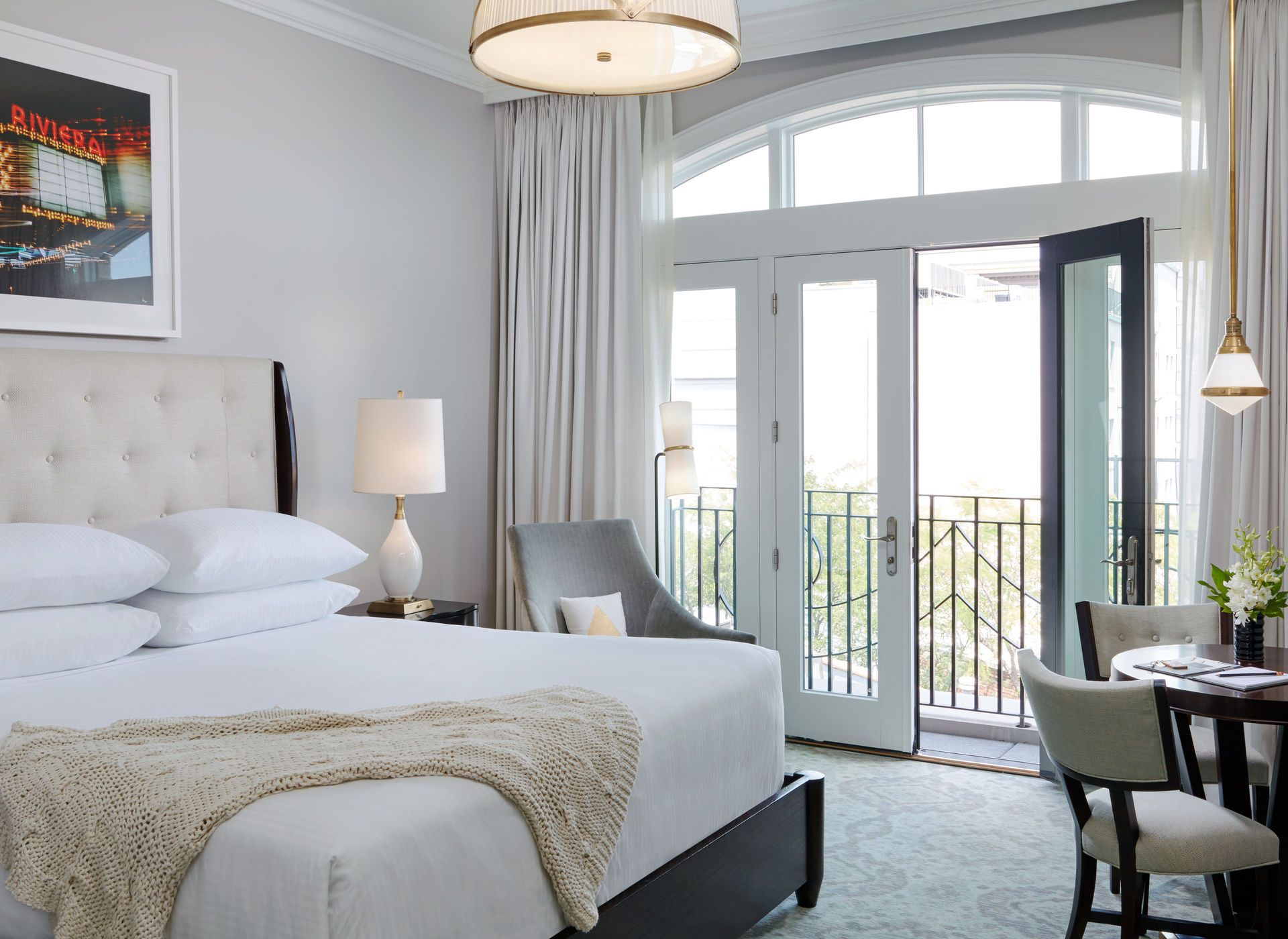 8 Best Hotels In Charleston Living Rooms Bedrooms And Modern # Meuble Armoire Et Bahiou En Bois