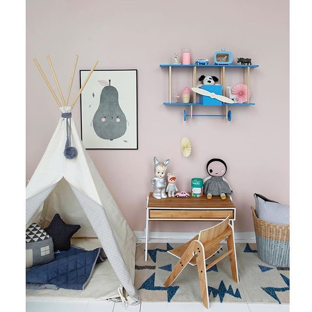 What can we say? Just a big ❤️ for this room! Thanks @lirumlarumleg for the beautiful shot! #kidsshelf #kidsroom #shelfie #kidsdecor #barnrum #barnrumsinspo #barnerom #kinderzimmer