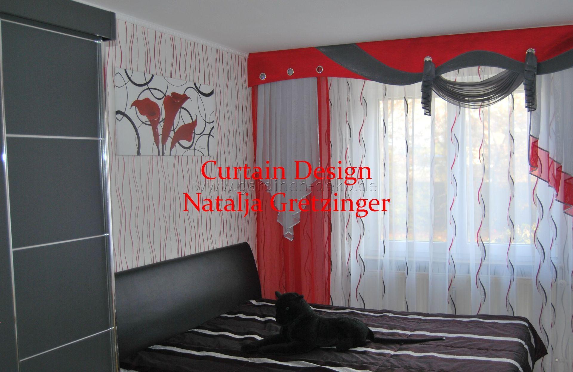 schlafzimmer vorhang mit roter schabracke und seitenschal. Black Bedroom Furniture Sets. Home Design Ideas