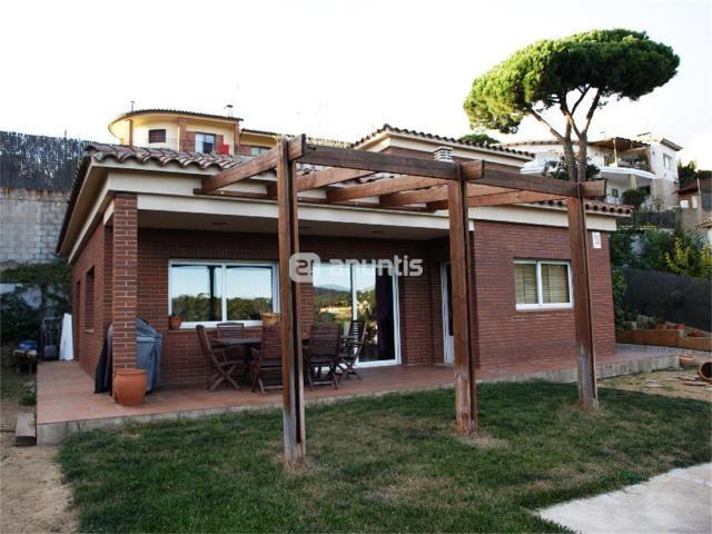 Casa situada en la urbanizaci n mas mora con excelentes for Comedor completo a la meta