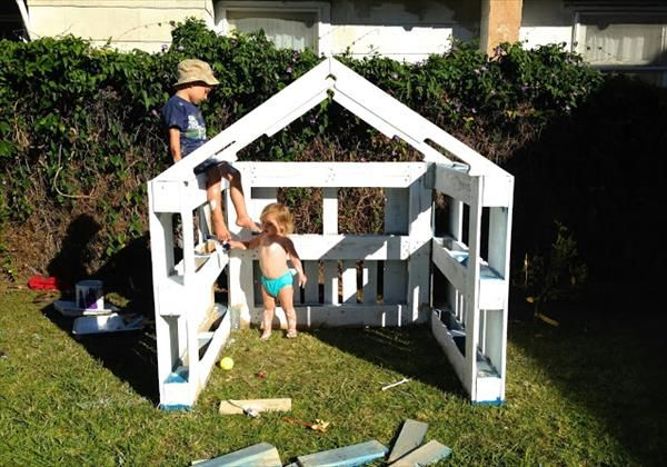 DIY Pallet Playhouse for Kids | 99 Pallets