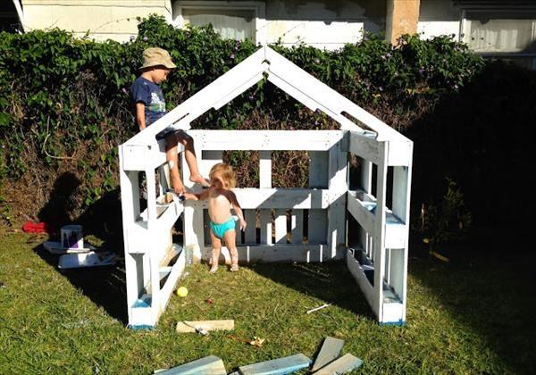 DIY Pallet Playhouse for Kids | 99 Pallets