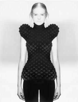 future girl, sci fi fashion, girl in black, futuristic clothing, future fashion, black clothing, black and white, futuristic style by FuturisticNews.com