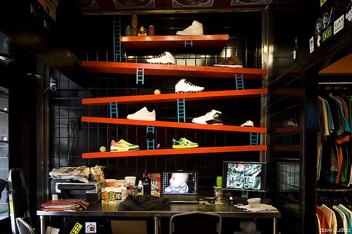 Awesome sneaker setup -- throwback Donkey Kong game Abakus Takeout - Philly  sneaker shop