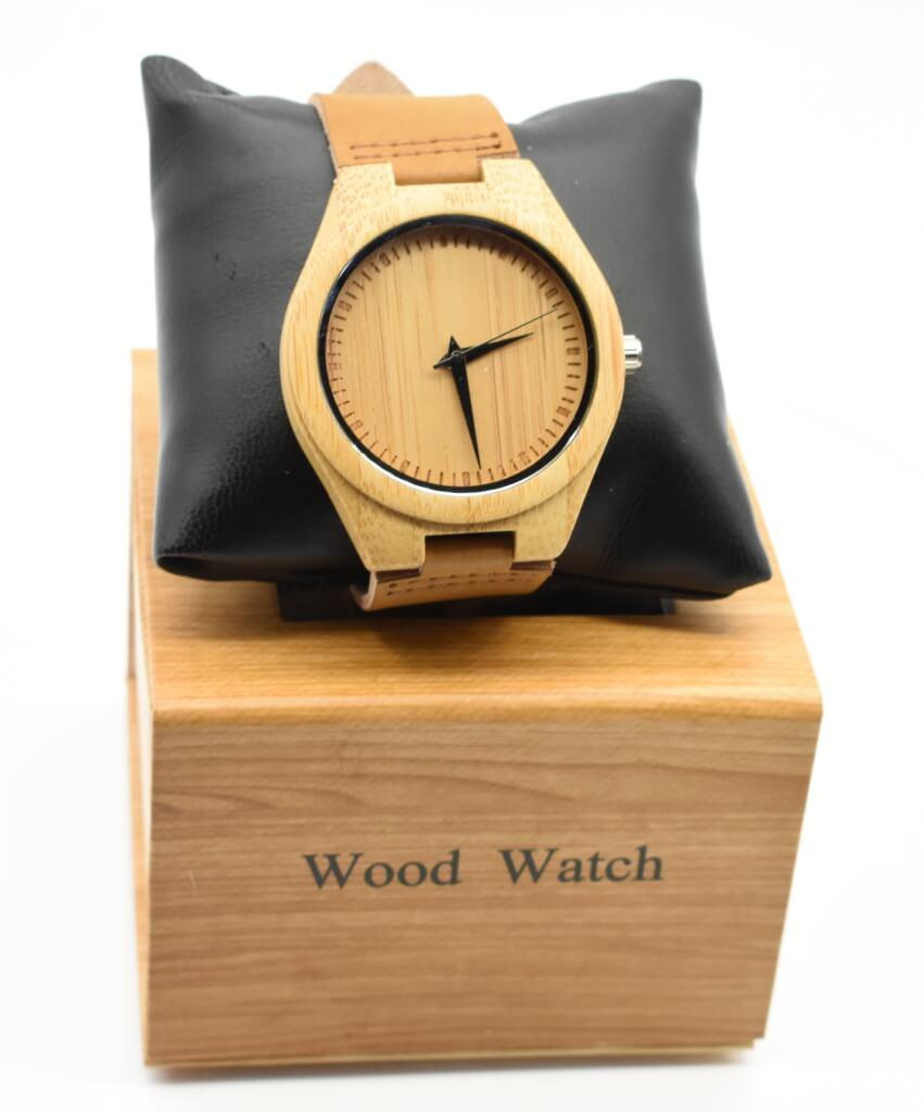 2532f6f7bc35 Reloj de pulsera para hombre fabricado en madera de bambu  impresionantemente ligero.  Reloj  pulsera  madera  bambu  hombre   finelookingstore Mens ...