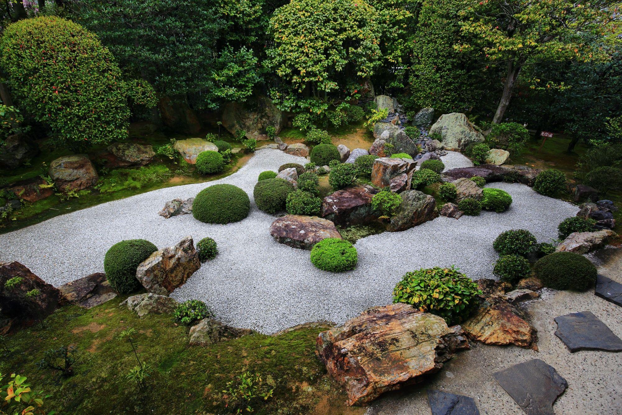 陰陽の庭と余香苑のしだれ桜と元信の庭 春の退蔵院 | 日本庭園 ...