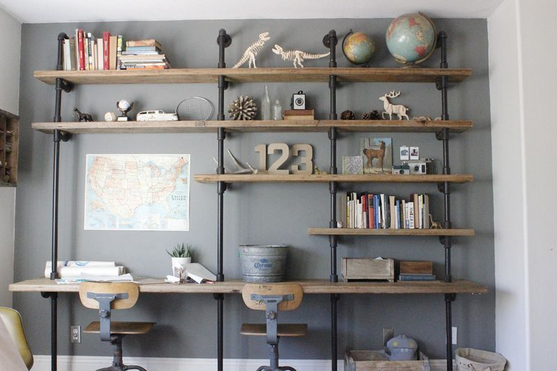 Wonder if this could be fabricated to make a desk for two plus shelving  above. Industrial Chic: Ideas for using industrial pipes to decorate your  home (like ... - Great Idea For A Wall Unit House Projects Pinterest Desk