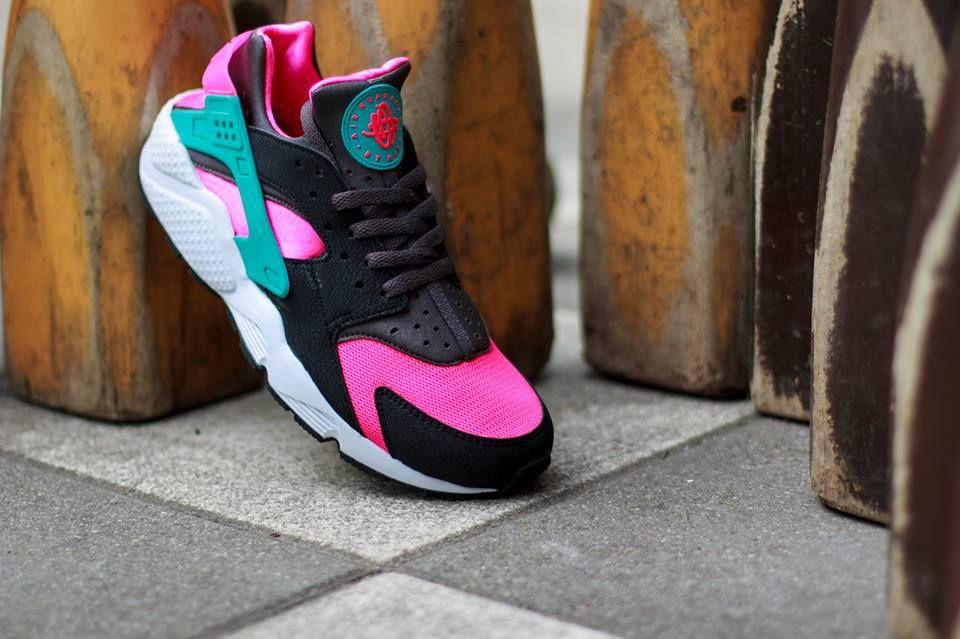 buy online 4039e 9baf7  Nike Air Huarache  Hyper Pink Dusty Cactus-Medium Ash   sneakers