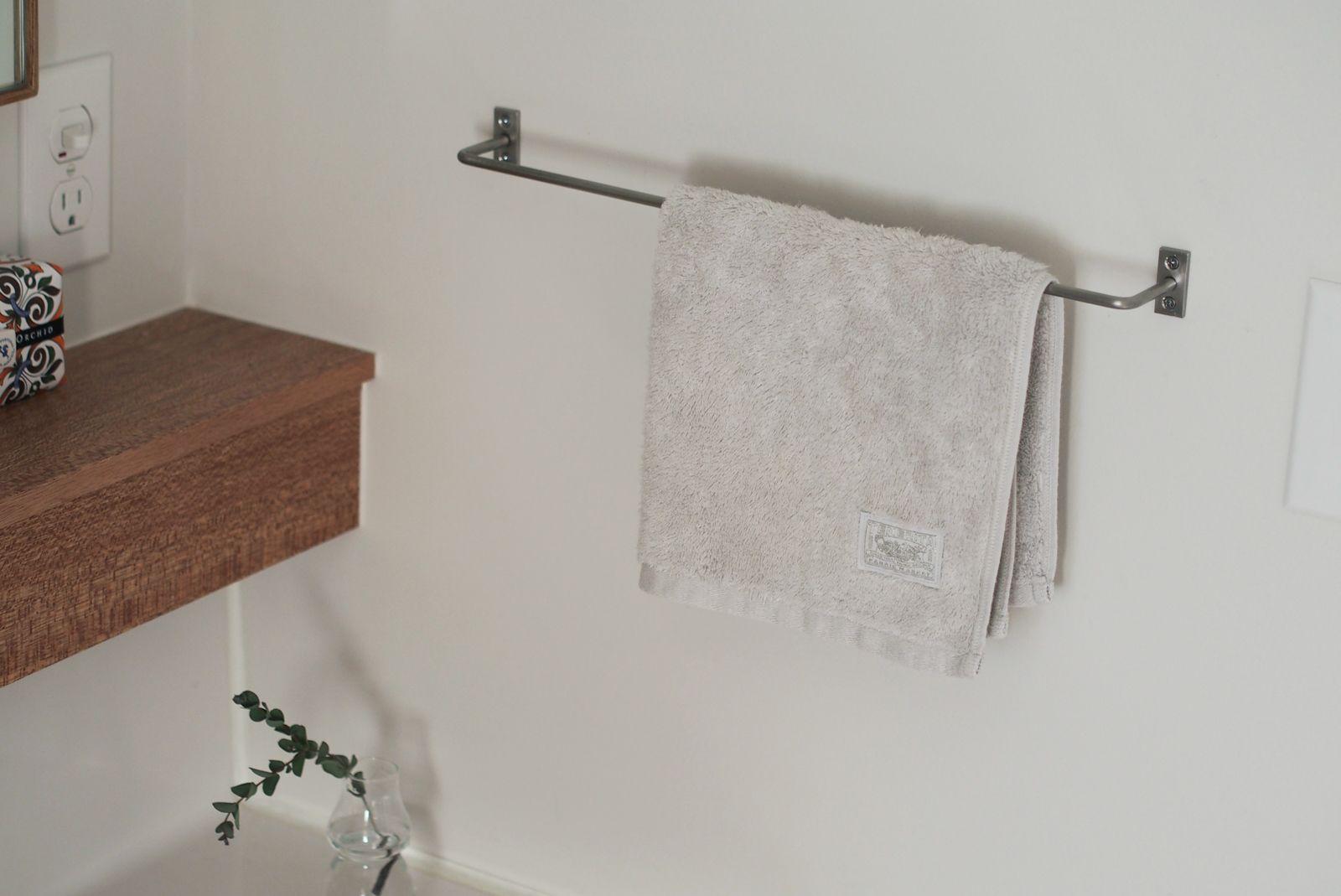 洗面室にはタオル掛けとしての ハンガーバー も こちらは水に強い