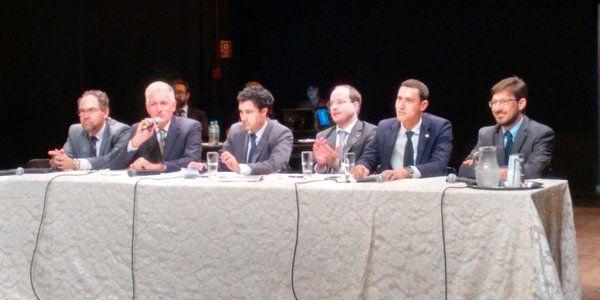 Rogério Correia PT @rogeriocorreia_  16 de nov Nenhum representante da Prefeitura de Mariana presente na audiência pública... Que compromisso é esse?