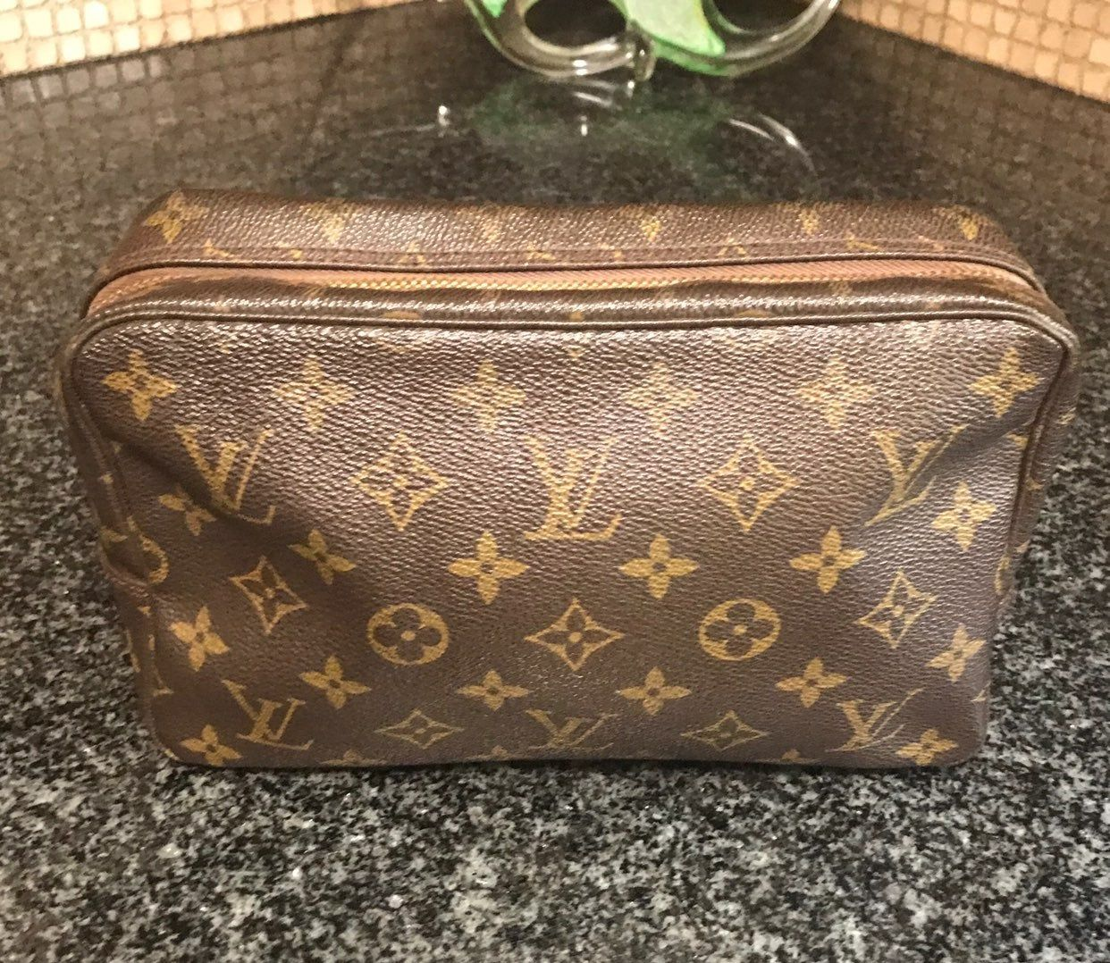 Gently Used Inside Shows Normal Signs Of Use Zipper Shows Metal Peeling Canvas Is Intact Louis Vuitton Cosmetic Bag Louis Vuitton Vuitton