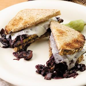 Low-Cal Vegetarian Entrees -- Smothered Tempeh Sandwich: If you're keen to explore vegetarian options, try protein-rich tempeh smothered with red-wine-braised mushrooms and provolone cheese. If you're vegan, substitute your favorite soy cheese.