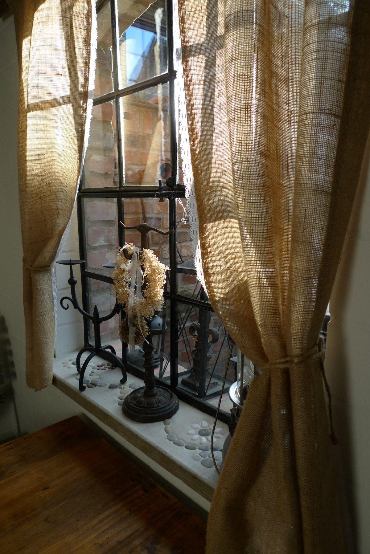 Antikes Gusseisenfenster und selbstgebaute