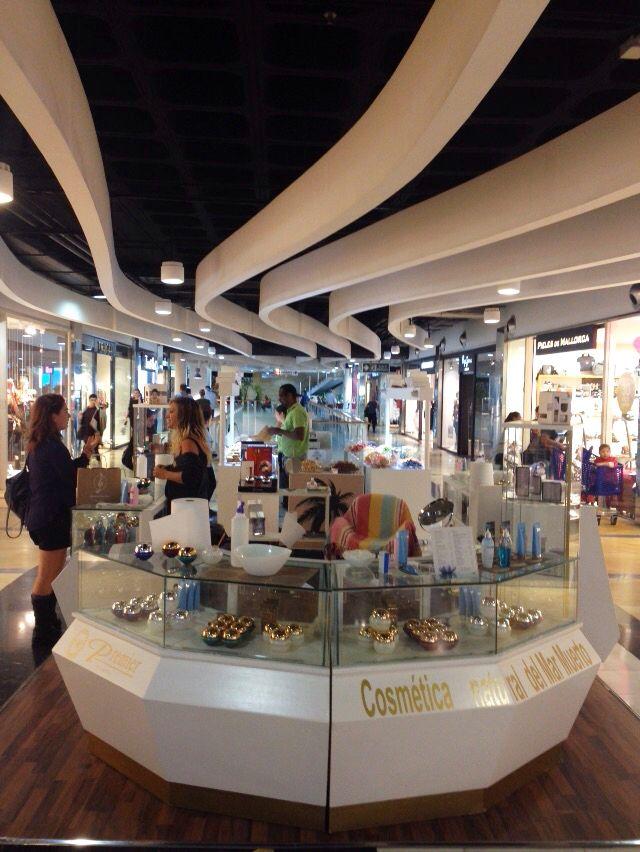 Tienda premier cosm ticos en el centro comercial porto pi for Centro comercial el mueble catalogo